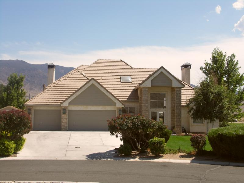 custom-home-Dayton-NV-golfcourse-street