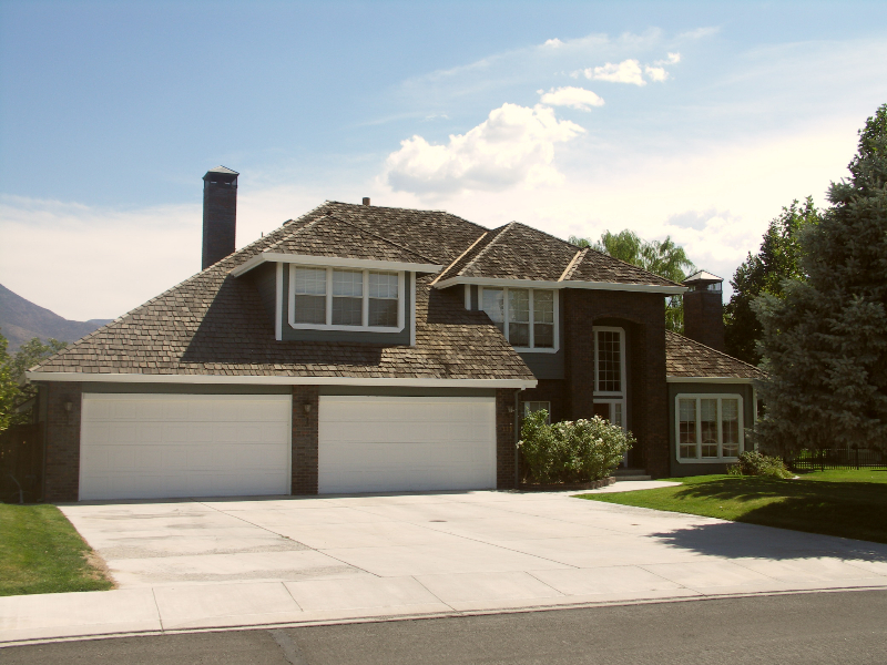 custom-home-Dayton-NV-golfcourse-front
